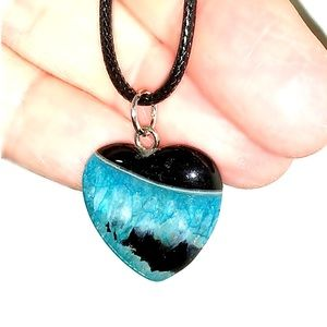 Jewelry - DRUZY AGATE HEART 💙 & LEATHER CORD BLACK & BLUE